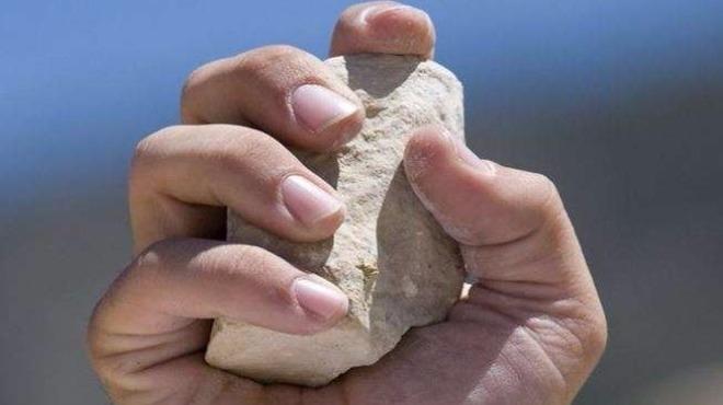 Вандал е обстрелвал с камъни детска градина в Роман, съобщават