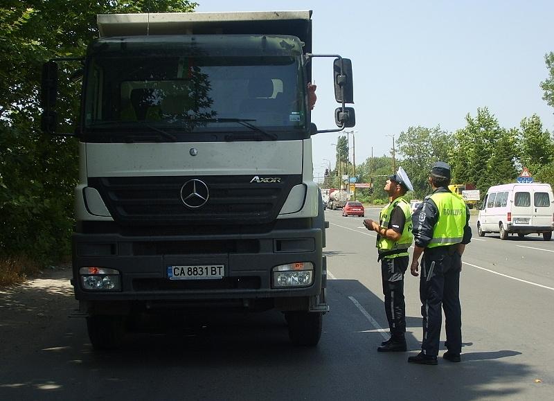 """""""Пътна полиция"""" задържа шофьор на ТИР с 2.43 промила алкохол"""