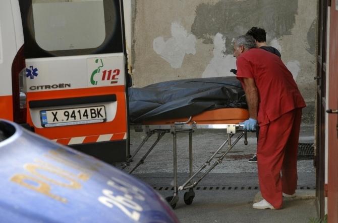 Мъж е паднал от сградатана някогашното общежитие на СМК на