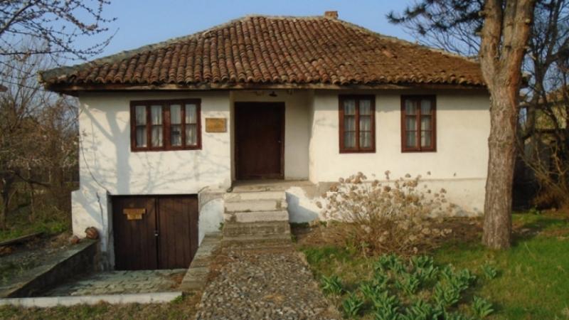 Преди десетина години старата къща музей на Тодор Петров във