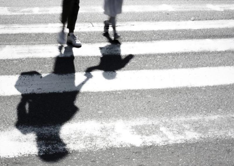 Блъснаха майка с дете на пешеходна пътека в Русе, съобщиха