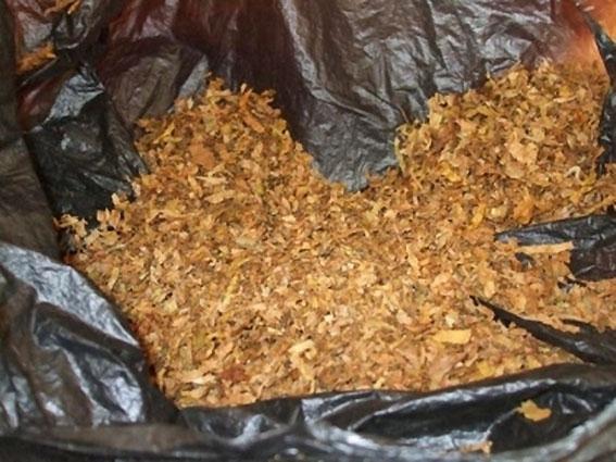 Униформени откриха пликове с контрабанден тютюн до магазин във Враца,
