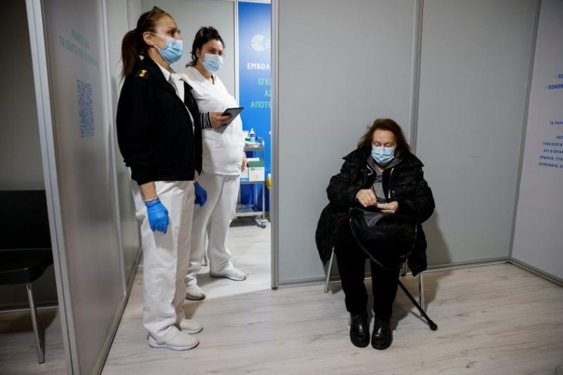 В Гърция започва прилагането на трета доза от ваксината срещу