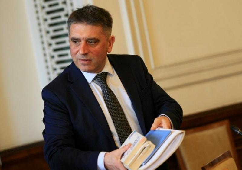 Бавят със седмица уволнението на съдия Андон Миталов