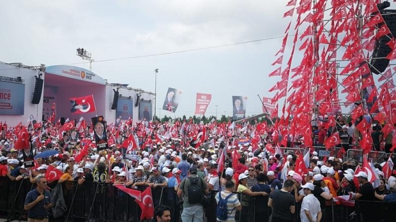 Мащабни заключителни митинги се провеждат в Турция в деня преди