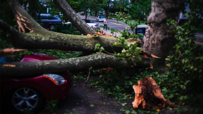 "Тропическата буря ""Исаяс"" достигна Канада"