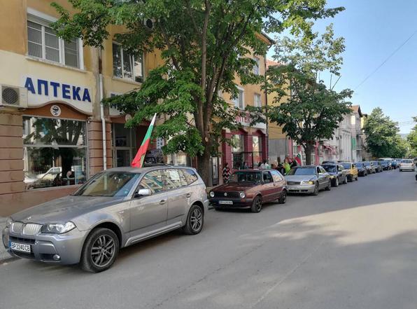 Десетки шофьори от Враца се включиха в днешното автошествие за