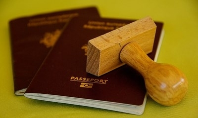 Холандия издаде първия си полово неутрален паспорт. Леоне Зайгерс, на