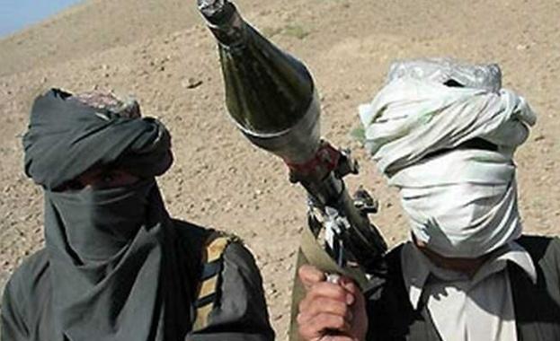 Талибани организираха засада на конвой от автобуси на път в
