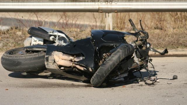 Пиян младеж катастрофира с мотоциклет във Врачанско, съобщиха от полицията.