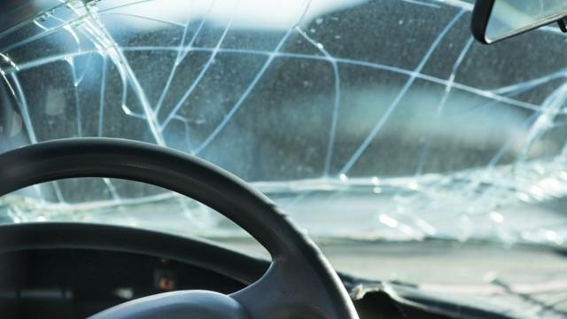 Един загинал и трима ранени след зверска катастрофа с пиян шофьор в Сливенско
