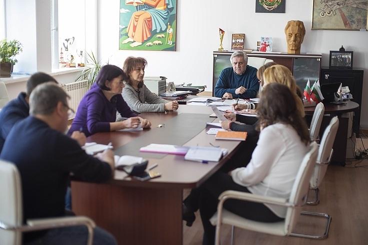 Общинският оперативен щаб в Мездра призовава всички физически и юридически