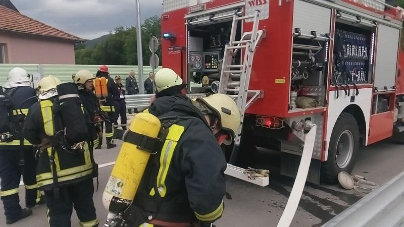 Голям пожар е вилнял в бояджийски цех във Видин, съобщиха