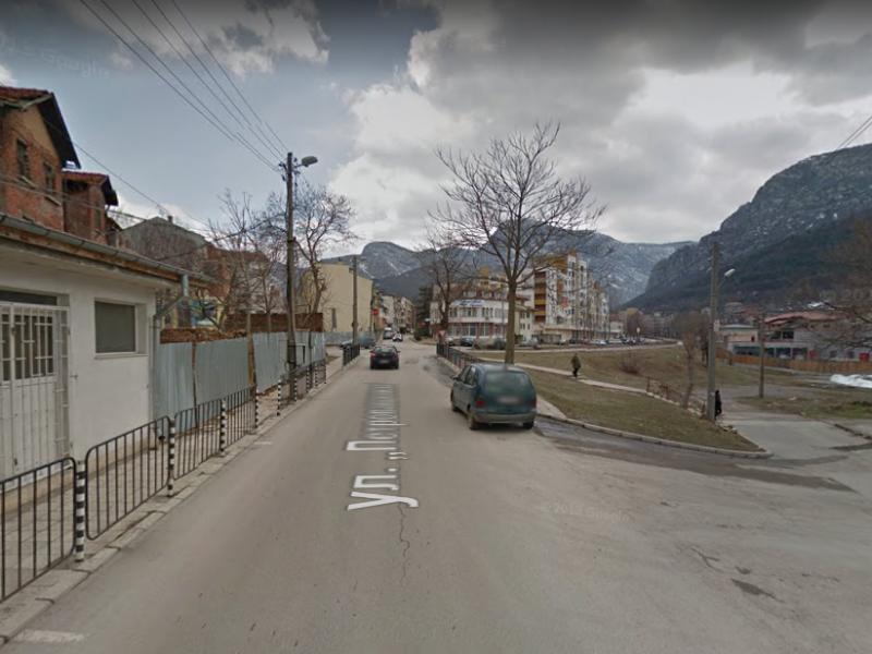 """Снимка: Строителни дейности затварят временно утре част от улица """"Петропавловска"""" във Враца"""