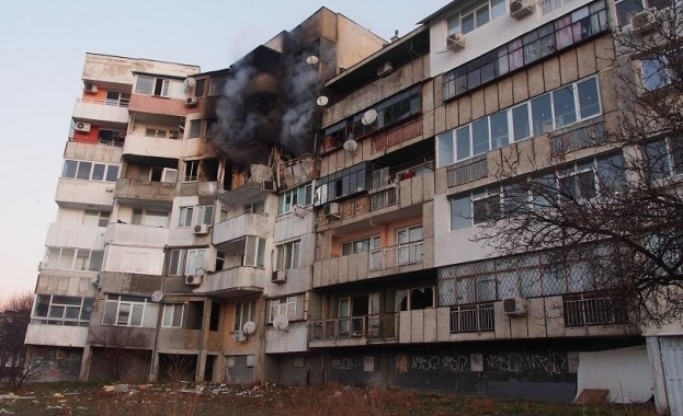 Блокът във Варна, в който избухна взрив и загинаха двама