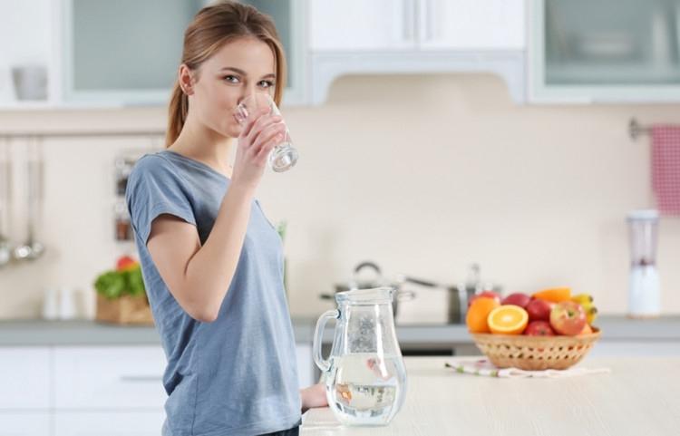 Две чаши топла вода веднага след събуждане забележимо ще подобрят