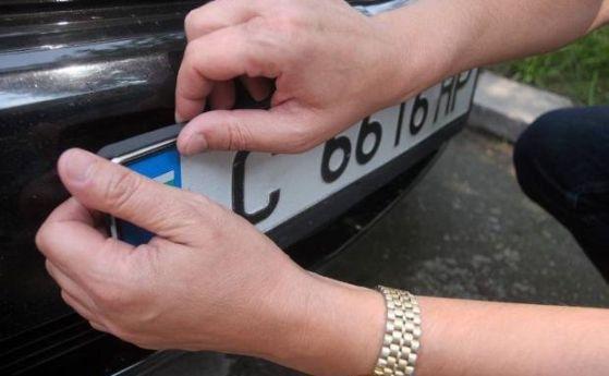 """Софиянец """"изгоря"""" с откраднати регистрационни табели в Монтанско, съобщиха от"""