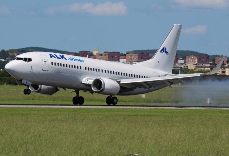 Самолет Боинг 737-300 на регистрираната в България авиокомпания ALK Airlines