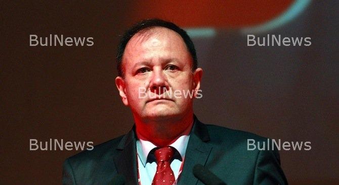 Миков хвърли оставка като шеф на парламентарната група на БСП