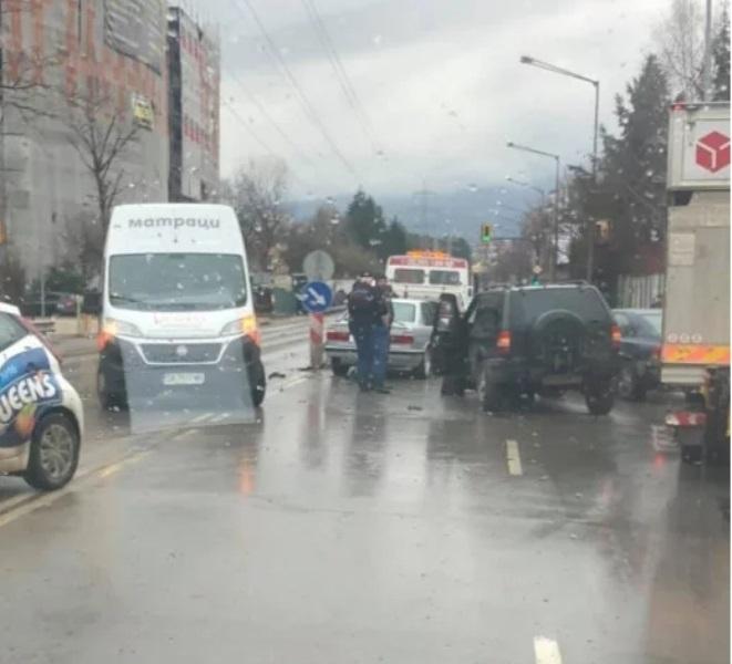 """Жестоко задръстване се е образувало на """"Симеоновско шосе"""" в София,"""