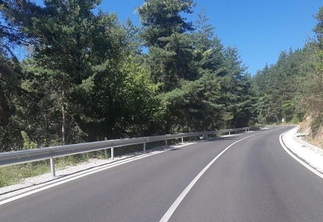 Завърши рехабилитацията на 20,8 км от път II-81 Бучин проход