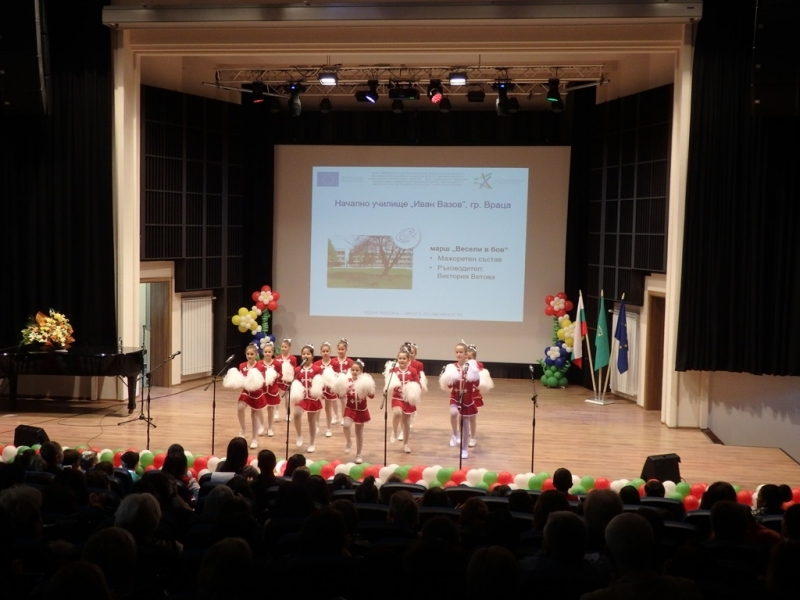 Областният управител Малина Николова приветства организаторите и участниците в заключителния