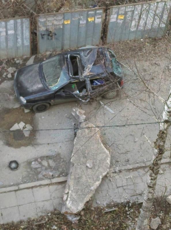 Огромен бетонен къс от изоставена недостроена сграда е паднал и