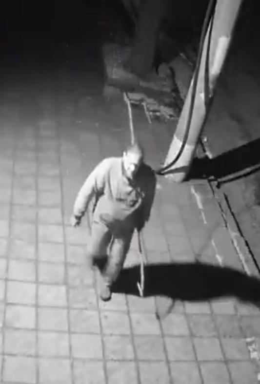 Агенция BulNews.bg се сдоби с ексклузивни кадри на крадеца, задигнал