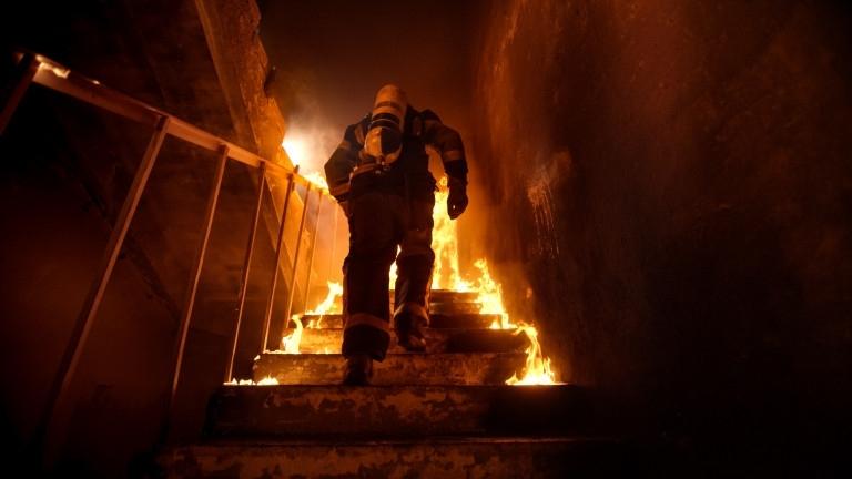 Пожарникари са спасили възрастна жена от горяща къща в Монтана,