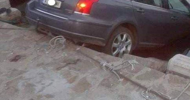 Жена-шофьор паркира колата си на пристанището в Созопол и я