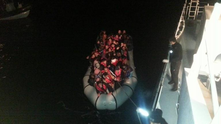 Осем души са загинали, след като лодка с мигранти е