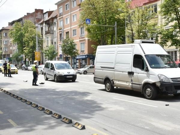 87-годишнажена от Карлово е била ударена на пешеходна пътека от