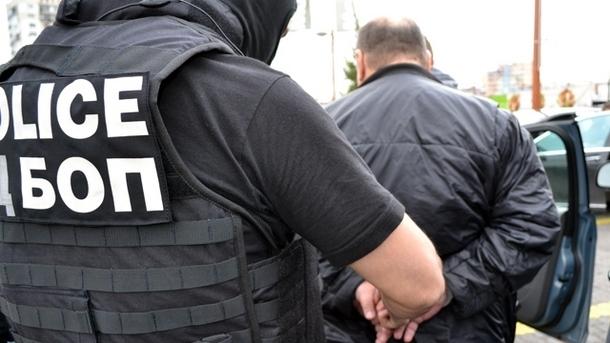 """Специализирана прокуратура и Дирекция """"Вътрешна сигурност"""" задържаха двама разследващи полицаи"""
