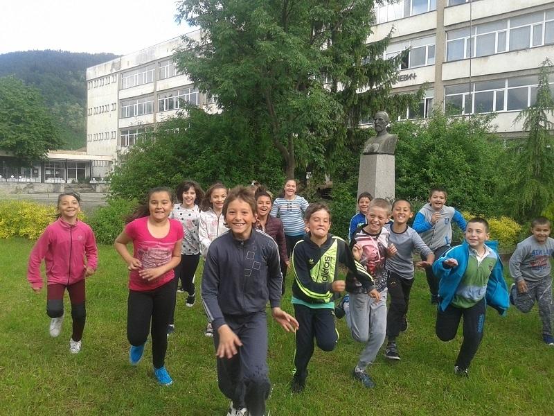 Деца от Чипровци откриват съкровищата на родния край