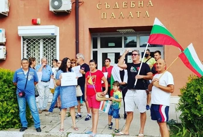 В Козлодуй от снощи също започнаха протести с искане за