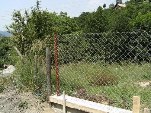Полицията е заловила непълнолетни, откраднали оградна мрежа на овощна градина