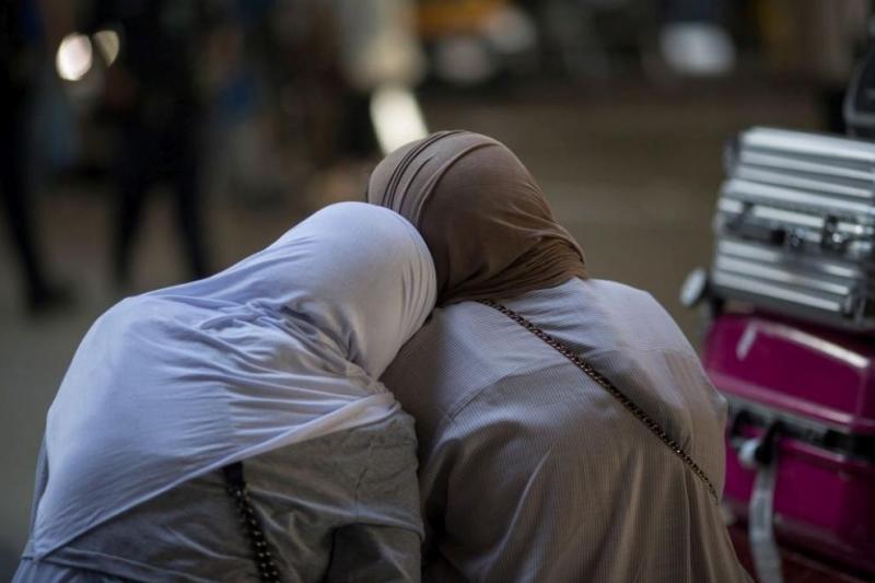 Множество мигранти и бежанци, задържани от трафиканти на хора, загинаха