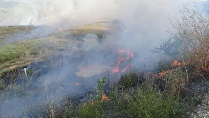 Гъст дим, носещ се от промишлената зона на Монтана, вдигна