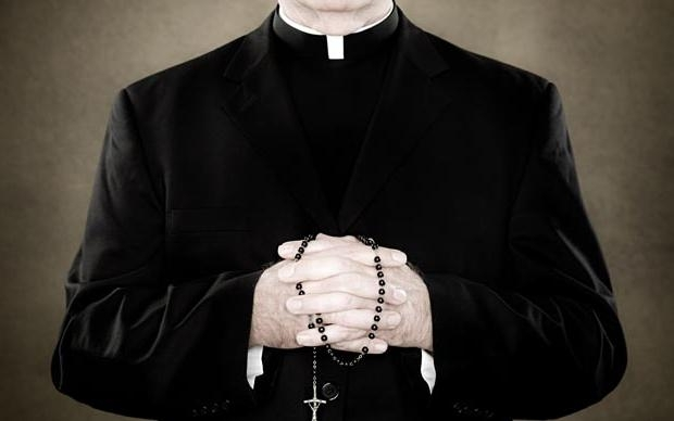 Свещеник блудства със 17-годишно момиче, ''за да му помогне''