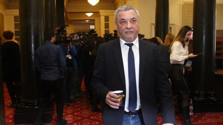 Валери Симеонов нямал избор да не приеме поста на заместник-председател на НС