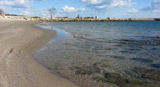 Тяло на мъж е открито на един от плажовете във