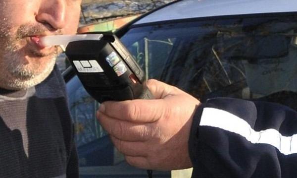 Полицаи заловиха почерпен джигит да върти волана на колата си във Враца