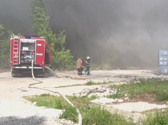 Пожарникарите от Бяла Слатина в момента се борят с невиждан