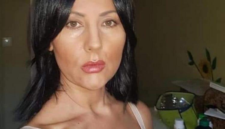 Дама от върховете на ГЕРБ се пусна гола във фейсбук.