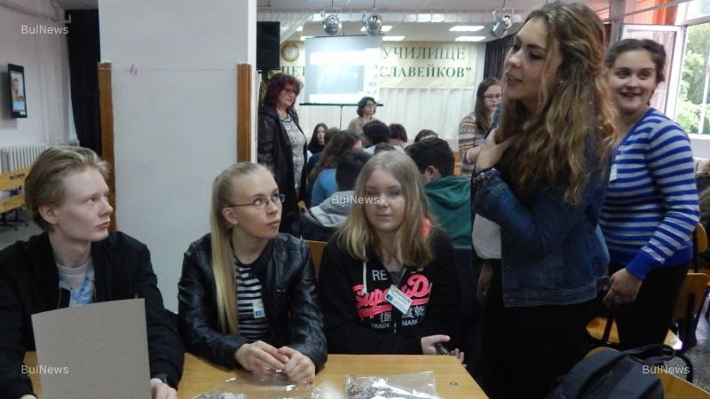 Чуждестранни ученици се учат на български бит и култура
