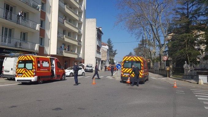 Мъж е намушкал двама души в Югоизточна Франция преди минути.
