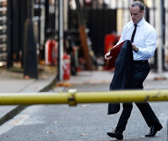 Британският министър за Брекзит Доминик Рааб подаде днес оставка, предаде