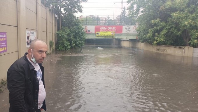 Реки преляха, а много къщи бяханаводненив резултат напроливен дъждв турския