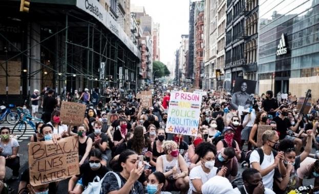 Хиляди се събраха вчера на протест пред Белия дом срещу