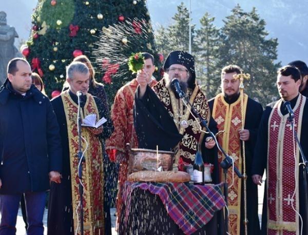 Близо 3 000 именици празнуват в община Враца днес